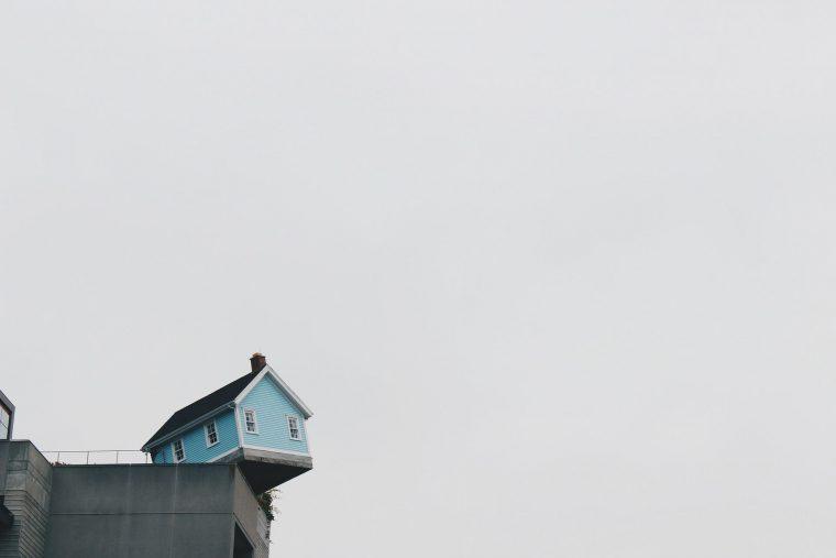 foreclosure house on edge
